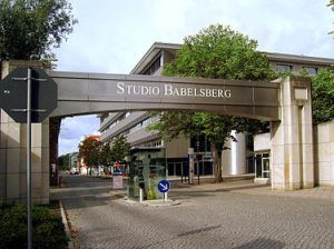 375px-Filmstudio_Babelsberg_Eingang