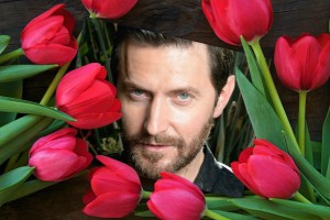 !!!!!!!!!!!!!!!!!!!!richard-armitage_image-1243x621_flower-1387